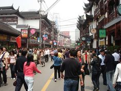 Shop for trinkets and small necessities in the side streets of Chenghuangmiao.