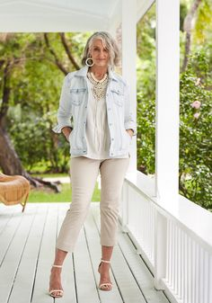 Super model, Cindy Joseph started her modeling career at age But it took years of self-discovery to reach that point. Silver Haired Beauties, Elegante Y Chic, Style Personnel, Beautiful Old Woman, Outfits Mujer, Advanced Style, Ageless Beauty, Going Gray, Fashion Over 50