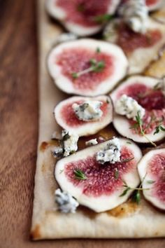 fig carpaccio + gorgonzola + herbs: simple and tasty