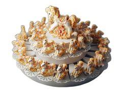 Torta bomboniera con 38 cavallina a dondolo colore anticato #tortabomboniera #cavallini #dondolo