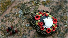 In with tea and poppies - Polymer clay necklace Cute Polymer Clay, Polymer Clay Necklace, Polymer Clay Charms, Diy Clay, Clay Crafts, Poppies, Crochet Earrings, Miniatures, Craft Ideas
