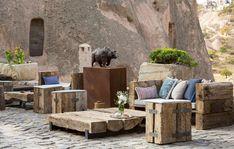 """KSKM'de Sanat Eserleri Arasında Kahve Keyfi   """"Başka sanat bilmeyiz karşımızda dururken Yazılmamış bir destan gibi Anadolu'muz""""  Faruk Nafiz Çamlıbel  #kapadokya #uchisar #sanat #kskm #kültür #kültürmerkezi #seyahat #peribacasi #peribacalari #turkey #cappadocia #art #culture #travel #cave #holiday"""