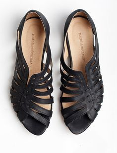 Gilly black flat sandals