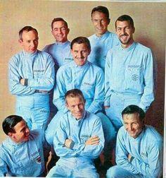 L to R :  St : John Surtees, Phil Hill, Graham Hill, Dan Gurney, Jo Bonnier.  Sit : Jim Clark, Richie Ginther & Bruce McLaren
