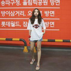 Girl Fashion Style, Korean Girl Fashion, Korean Fashion Trends, Korean Street Fashion, I Love Fashion, Fashion Outfits, Become A Fashion Designer, Jhope Bts, Korean Outfits