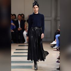 See all the looks from the collection Fashion Week Paris, Fashion 2017, Runway Fashion, Fashion News, Fashion Show, Fashion Looks, Fashion Trends, Azzedine Alaia, Couture Collection