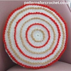 Circular cushion cover free crochet pattern from http://www.patternsforcrochet.co.uk/round-cushion-cover-usa.html #patternsforcrochet