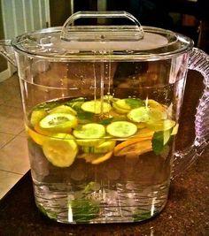 Вода Сасси (Sassy water) Потребуются: 8ст.воды, 1ч.л. свежего тертого имбиря, 1 огурец, тщательно очищенный и тонко нарезанный кружочками, 1 лимон, тонко нарезанный кружочками, горсть свежих листиков мяты. На ночь заливаем все  ингредиенты  водой в крупном кувшине, даем  смеси настояться в течение ночи в холодильнике. Воду Сасси  можно совмещать с любой диетой, а также свободно  пить  вне любых диет и систем. Необходимо выпивать не меньше 5 стаканов воды«Sassy Water» в день.
