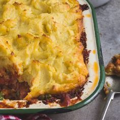 This economical family meal is one of my favourite childhood memories. Try and get hold of Bull Brand Bully Beef if you can! We could not find it and had to substitute with corned meat. Corned Beef Pie, Beef Pies, Corned Beef Recipes, Magic Cake Recipes, Meat Recipes, Cooking Recipes, Recipies, Dream Recipe, Potato Toppings