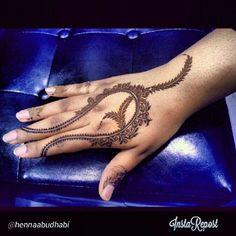 Khaleeji design roses #Henna #mehndi #HennaArt #HennaDesign #Tattoo #Art #Artist #khaleeji #gulf #Design #7enna #hands #qatar #UAE #Oman  #dubai #Kuwait #bahrain #saudiarabia