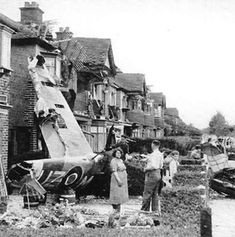 Supermarine Spitfire V (UZ-M) Sgt S. Ran out of fuel returning from patrol over Dieppe (Jubilee) and crash-landed at residential area of Northolt. (from FB,John Daly) London History, British History, Lancaster Bomber, Man Of War, The Blitz, Supermarine Spitfire, War Photography, Battle Of Britain, Ww2 Aircraft