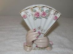 Hands holding a fan vase.