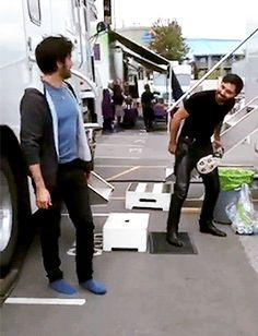 Not sure what Liam Garrigan is doing, but Colin O'Donoghue finds it very entertaining...                                        Killian Jones - Captain Hook - Liam Garrigan - King Artur - Once Upon A Time