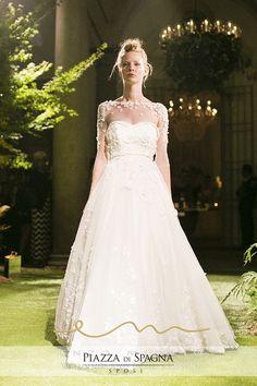 #EnzoMiccio fa spesso leva su incantevoli trasparenze per valorizzare la creazione che accompagna la #sposa nel suo giorno più bello.