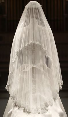 Pretty as a princess: Kate Middleton's wedding gown goes on display at Buckingham Palace - Kate Middleton wedding dress designed by Sarah Burton on show at Buckingham Palace Kate Wedding Dress, Kate Middleton Wedding Dress, Kate Middleton Style, Wedding Dresses, Sarah Burton, Royal Brides, Royal Weddings, Buckingham Palace, Wedding Veils