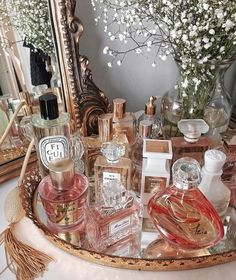 All placed and on hand to perfume and leave a halo of mystery behind us . - Sweet Home - 2019 Perfume Perfume Display, Perfume Tray, Vanity Decor, Vanity Tray, Vanity Ideas, Mirror Ideas, Bandeja Perfume, Perfume Organization, Perfume Storage