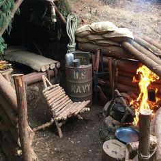 Excellent bushcraft skills that all survival fanatics will certainly want to know today. This is basics for SHTF survival and will definitely defend your life. Survival Shelter, Survival Food, Wilderness Survival, Camping Survival, Outdoor Survival, Survival Prepping, Emergency Preparedness, Survival Skills, Survival Knife