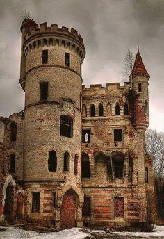 Ett vackert men övergivet slott.