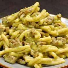 Casarecce alla crema di patate e broccoli con salsiccia - Rezepte Cucumber Recipes, Pasta Salad Recipes, Pasta Con Broccoli, Cooking Recipes, Healthy Recipes, Chef Recipes, Comfort Food, Vegan Pumpkin, Pasta Dishes