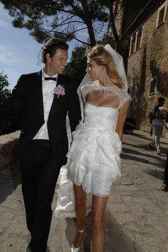 Die traumhaftesten Brautkleider der Stars Anja Rubik Das Topmodel heiratete auf Mallorca in einem sommerlich-luftigen Kleid von Emilio Pucci.