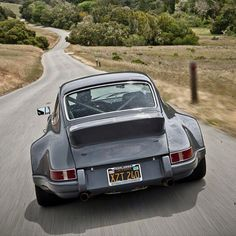 akapearlofagirl:drivingporsche:Porsche 911 CarreraI was JUST looking at one of these..