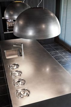 Industrial design - wow stainless steel worktop with integrated gas rings... love it! | roomed.nl