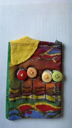 Using buttons to decorate phone case Coin Purse, Textiles, Buttons, Phone Cases, Wallet, Purses, Projects, Decor, Handbags