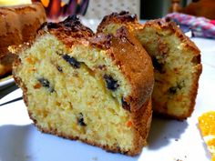 Lemon blueberry bread - This blueberry lemon bread is moist easy to make and delicious with just the perfect amount of blueberries and lemon zest. Greek Sweets, Greek Desserts, Chocolate Chip Biscotti Recipe, Olla Gm G, Greek Cake, Lemon Bread, Blueberry Bread, Moist Cakes, Dark Chocolate Chips