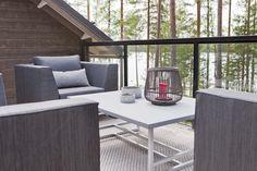 Linjakas kesähuvila Sysmässä Summer Cabins, Modern Barn House, Lake House Plans, Villa, Cedar Siding, Cottage Design, Outdoor Furniture Sets, Outdoor Decor, Home Decor