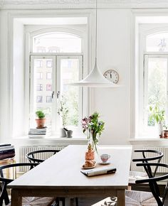 Semi lamp by Claus Bonderup and Torsten Thorup from Gubi and Wishbone chairs by Hans J. Wegner from Carl Hansen & Søn | swedish space / sfgirlbybay