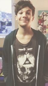I have just been killed. By Louis Tomlinson's adorable face... {GIF}