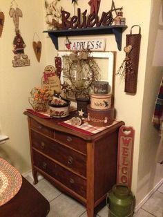 Primitive Living Room, Primitive Country, Primitive Crafts, Prim Decor, Rustic Decor, Country Charm, Country Decor, Decorating Ideas, Decor Ideas