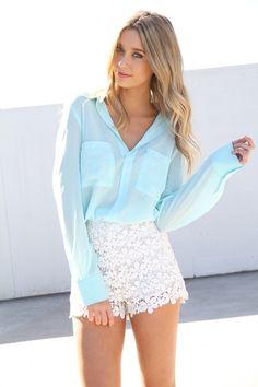 lose blue shirt + white floral lace shorts