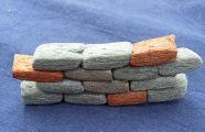 Mauer aus Klebemais / Playmais basteln