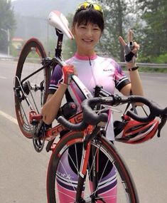 Chinese cyclist. 中国骑单车 #miamiridelife #ride #cycling #cycle #cyclist #sport #bicycle #miami #fit #fitness #sport #gym #athlete #fitnessmotivation #girls #mrlbyrb #bicicleta #bike #girl #boy #велосипед #自行車 #fiets #velo #Fahrrad #bicicletta #中国 #亚洲