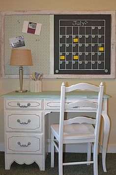 Oooh....new idea for a repurposed frame/screen. I like the calendar idea. I just wonder how messy the chalk would be over a desk...