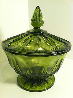 VINTAGE+EMERALD+GREEN+GLASS+PEDESTAL+CANDY+DISH+WITH+APOTHECARY+LID