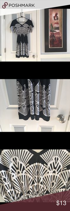 🔴5 For $25🔴 good condition, sliky, 30% off bundles The Hanger Dresses