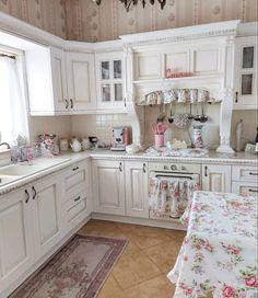 Shabby Chic Kitchen, Farmhouse Style Kitchen, Shabby Chic Homes, Country Kitchen, Old Kitchen, Kitchen Dining, Kitchen Decor, Kitchen Cabinets, Kitchen Ideas