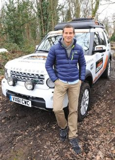 Bear Grylls - oh I would bite those thighs. Man Vs Wild, Bear Grylls, Outdoor Wear, Tough Guy, Hot Boys, Celebrity Crush, Beautiful Men, Sexy Men, How To Look Better