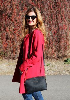 Casual Look. Look con abrigo rojo. A trendy life. #casual #trendy #chic #redcoat #michaelkorsbag #details #suiteblanco #girissima #mango #andresgallardo #michaelkors #zalando #outfit #fashionblogger #atrendylife www.atrendylifestyle.com