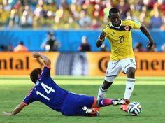 Jackson Martínez dribla para perfilarse y marcar el 3:1 contra Japón