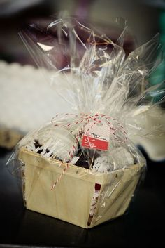 Cutie little holiday packaging for baked goods (pay attention mom!)