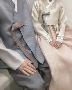 ㆍ ㆍ 커플ㆍ ㆍ ㆍ 더단 한복은 품위가 있습니다 #더단스타일#한복 #한복더단#고급한복 #천연염색#남자한복 #커플한복#결혼예복 #결혼준비#데일리 #강남한복#더단한복 #신부메이컵#한옥마을 #야외촬영#한복사진 #가봉사진#한복스냅 #커플#웨딩드레스 #웨딩홀#프로포즈 #주말#불금#wedding #korea #couple #original
