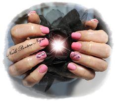Unhas em Gel em cor de rosa com nail art gliters e curnocópias!