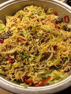 Bratnudeln mit Rindfleisch Thai Recipes, Diet Recipes, Vegan Recipes, Wok, Nutella, Spaghetti, Curry, Brunch, Food And Drink