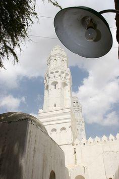 Street lamp and mosque in Taez - Yemen