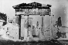 Η Πύλη της Αθηνάς Αρχηγέτιδος στη Ρωμαϊκή αγορά, 1842. Josepf-Filibert Girault de Prangey Πηγή: www.lifo.gr