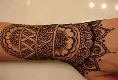 Indian mehndi design are the extensive artistic henna work. It is done with great delicacy and stunning imagination. Indian mehndi designs are usually loved by brides as it fills the hand gorgeous pattern. Henna Tattoo Designs, Cool Henna Tattoos, Arabic Mehndi Designs, Real Tattoo, Mehndi Tattoo, Mehandi Designs, Temporary Tattoos, Body Art Tattoos, Mandala Tattoo