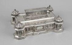 Schreibset, England, um 1900, plated, architektonischer Aufbau, 4 Tintenfässer, Federablage und auf
